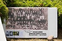 10.07.2014 Jedwabne woj podlaskie Obchody 73 rocznicy mordu na Zydach w Jedwabnem. 10 lipca 1941 roku z rak polskich sasiadow zginelo co najmniej 340 osob narodowosci zydowskiej, ktore zostaly zywcem spalone w stodole. W 2001 r, w 60. rocznice tych wydarzen, zostal odsloniety pomnik, przy ktorym co roku odbywaja sie uroczystosci upamietniajace te zbrodnie fot Michal Kosc / AGENCJA WSCHOD