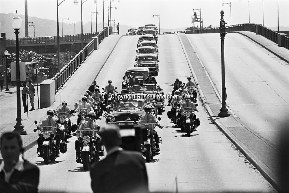 1959. Nikita Khrushchev's motorcade. <br /> <br /> 1959. Le cortège de Nikita Khrouchtchev .