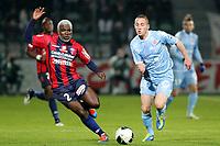 FOOTBALL - FRENCH CHAMPIONSHIP 2011/2012 - CLERMONT FA v STADE DE REIMS - 28/11/2011 - PHOTO EDDY LEMAISTRE / DPPI - GAETAN COURTET (REI) / CHARLEY FOMEN (CLE)