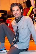 Uitreiking Méér Muziek in de Klas  Award Beste Ringtone door Wibi Soerjadi in het concertgebouw in Amsterdam. De kinderen componeerden zelf een ringtone die door een speciaal ensemble van het Metropole Orkest in het Concertgebouw zal worden gespeeld.<br /> <br /> Op de foto:  Victor Coral (producer, dj)