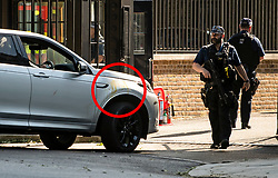 © Licensed to London News Pictures. 25/05/2020. London, UK. A car carrying DOMINIC CUMMINGS, advisor to British Prime Minister Boris Johnson, is seen arriving at Downing Street in Westminster covered in a substance that looks like egg (circled red). Cummings is under pressure following reports he traveled to Country Durham to see family during Lockdown. Photo credit: Ben Cawthra/LNP