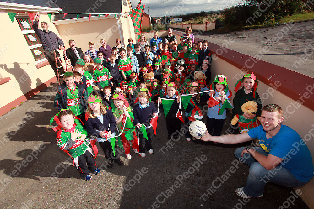 John O' Brien, Patrick O' Dwyer and Dermot O' Brien helped staff and students from Mullagh National School to hang their flags and bunting ahead of the county football final between Kilmurry Ibrickane and Kilkee.<br /> Photograph by Yvonne Vaughan