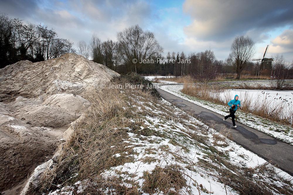 Nederland, Amsterdam , 11 februari 2010..Natuurgebiedje bij Kalfjeslaan en Amsteldijk dat moet wijken voor herziening...Links reeds zichtbaar de afgravingen...Foto:Jean-Pierre Jans