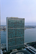 New York . elevated view. oeast river and united nations building Midtown skyline,  New York  Usa   /  l immeuble des nations unis et l east river ,Les gratte ciel de Midtown ,,  New York  Usa