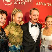 NLD/Amsterdam/20161221 - NOC*NSF Sportgala 2016, Lieke en Sanne Wevers en haar hun ouders