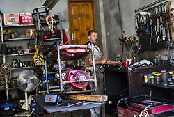 August 6, 2017 - Gaza City, The Gaza Strip, Palestine - A Palestinian repairing generators at his shop in the Shati refugee camp in Gaza City. (Credit Image: © Mahmoud Issa/Quds Net News via ZUMA Wire)