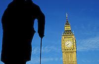 Grande Bretagne, Londres, statue de Churchill et Big Ben // UK, London, Churchill statue and Big Ben
