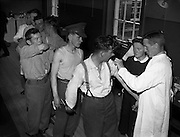 Private K O'Sullivan and men from the 6th Battalion line up to be vaccinated against yellow fever by Comdandant Laurence O'Toole, Army Medical Corps. The troops were on their way to the Congo. .22.07.1960 <br />