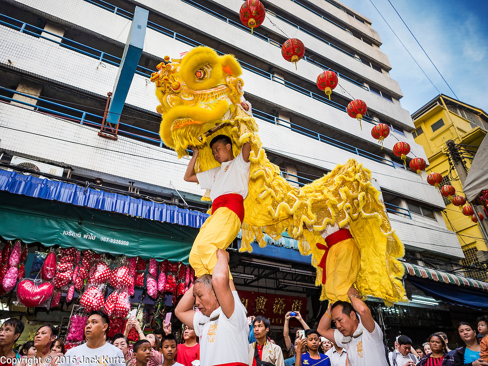 """08 FEBRUARY 2016 - BANGKOK, THAILAND:  Lion dancers perform for Chinese New Year at a small Chinese shrine in Bangkok's Chinatown district, during the celebration of the Lunar New Year. Chinese New Year is also called Lunar New Year or Tet (in Vietnamese communities). This year is the """"Year of the Monkey."""" Thailand has the largest overseas Chinese population in the world; about 14 percent of Thais are of Chinese ancestry and some Chinese holidays, especially Chinese New Year, are widely celebrated in Thailand.      PHOTO BY JACK KURTZ"""