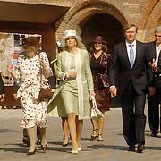 NLD/Middelburg/20060513 - Uitreiking van de Four Freedoms Awards 2006, koninging Beatrix, prinses Maxima en Willem Alexander, drs. W.T. van Gelder, Commissaris van de Koningin in de  provincie Zeeland en mr. J.M. Schouwenaar, burgemeester van Middelburg