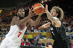 02.09.2014, City Arena, Bilbao, ESP, FIBA WM, USA vs Neuseeland, im Bild USA's Kenneth Faried (l) and New Zealand's Isaac Fotu // during FIBA Basketball World Cup Spain 2014 match between USA and New Zealand at the City Arena in Bilbao, Spain on 2014/09/02. EXPA Pictures © 2014, PhotoCredit: EXPA/ Alterphotos/ Acero<br /> <br /> *****ATTENTION - OUT of ESP, SUI*****