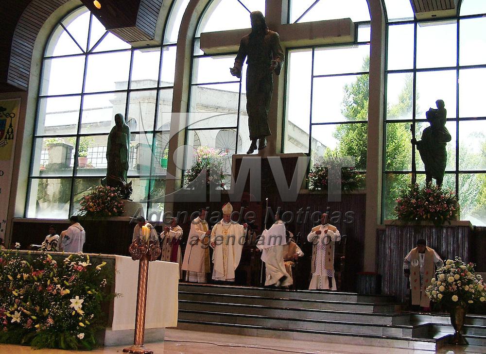 Ecatepec, Mex.- Onésimo Cepeda Silva, obispo de éste municipio, celebró el XIII aniversario de su episcopado y la creación de la Diócesis de Ecatepec. Agencia MVT / José Israel Núñez. (DIGITAL)<br /> <br /> <br /> <br /> NO ARCHIVAR - NO ARCHIVE