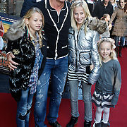 NLD/Amsterdam/20101010 - Premiere Sinterklaas en het Pakjes Mysterie, Wino Omtzigt en dochter Romy