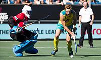 BREDA -  Daniel Beale (Aus) met keeper Sreejesh Parattu (Ind.)  tijdens de shoot outs.  , Australia-India (1-1), finale Rabobank Champions Trophy 2018. Australia wint shoot outs.  COPYRIGHT  KOEN SUYK