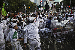September 6, 2017 - Jakarta, Indonesia - A group of 10,000 people from Indonesian organizations held a demonstration in front of Myanmar Embassy. Muslims in Indonesia held demonstrations outside the Myanmar embassy in Jakarta demanding an end to violence against the country's Rohingya Muslim minority. (Credit Image: © Donal Husni via ZUMA Wire)