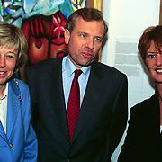 Expositie opening Patty Harpenau, Jaap de Hoop Scheffer en vrouw Jeanine samen met Patty