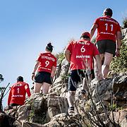 © Maria Muina I MAPFRE. Training sesion at Lion's Head Mountain in Cape Town. Entrenamiento físico en el monte Lion's Head de Ciudad del Cabo.