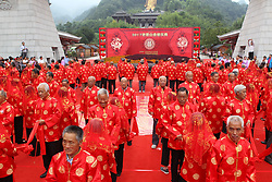 August 27, 2017 - Luoyan, Luoyan, China - Luoyang, CHINA-27th August 2017: (EDITORIAL USE ONLY. CHINA OUT) ..Eight-six elderly couples celebrate their 50th anniversary of marriage with their children and grandchilren in Luoyang, central China's Henan Province, August 27th, 2017. (Credit Image: © SIPA Asia via ZUMA Wire)
