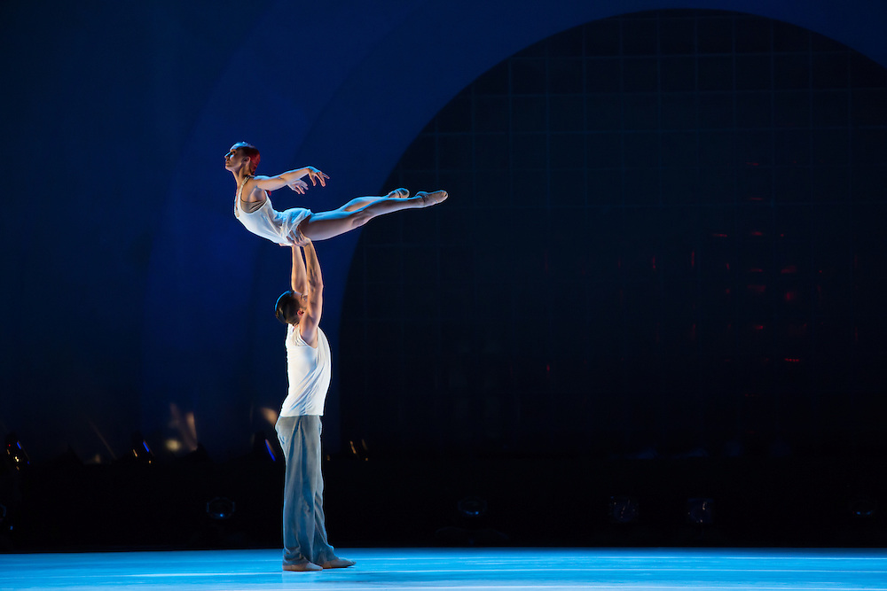 """Alexander Hille lifts Celine Cassone in Benjamin Millepeied's """"Closer"""", the first piece of the evening."""
