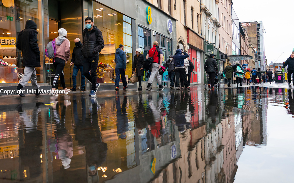 Glasgow,Scotland, UK. 2 November 2020. As Scotland enters new Coronavirus lockdown regulations the central belt and Glasgow are placed in Level 3 . Members of the public are seen out on the streets of central Glasgow for shopping and work. Pictured; Shoppers on Argyle Street. Iain Masterton/Alamy Live News