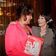 NLD/Amsterdam/20110929 - Presentatie biografie Mies Bouwman, Mies en weduwe schrijver Juffermans
