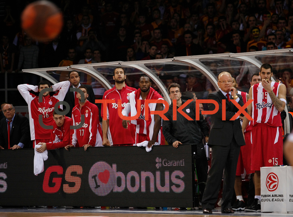 Olympiacos's players during their Turkish Airlines Euroleague Basketball Top 16 Group E Game 2 match Galatasaray between Olympiacos at Abdi Ipekci Arena in Istanbul, Turkey, Thursday, January 26, 2012. Photo by TURKPIX