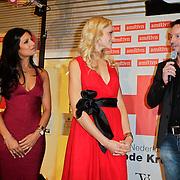 NLD/Amstelveen/20120216 - Presentatie Charityarmband Rode Kruis, Sarissah Lingg, Yfke Sturm, Micheal Lingg