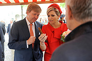 Zijne Majesteit Koning Willem-Alexander en Hare Majesteit Koningin Máxima bezoeken de provincie Zeeland.<br /> <br /> His Majesty King Willem-Alexander and Máxima Her Majesty Queen visits the province of Zeeland<br /> <br /> Op de foto / On the photo:  Aankomst van de Koning en Koningin bij het Prinsenlogement in Middelburg,hierna maakt het paar een wandeling over het Abdijplein met oude ambachten waaronder Garnalen pellen en Maken van paardenmessen <br /> <br /> Arrival of the King and Queen at the Prince Accommodation in Middelburg, below is the couple walk on the Abdijplein with old crafts including Shrimp peeling and Making horse knives
