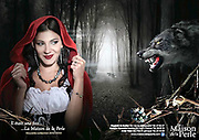 Photographie réalisée pour un catalogue de bijoux de La Maison de la Perle située à Nouméa en Nouvelle Calédonie.Le petit caheron rouge et le loup.