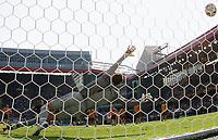 1:0 Tor Francesco Totti Italien verwandelt den Elfmeter gegen Mark Schwarzer Australien<br /> Fussball WM 2006 Achtelfinale Italien - Australien<br /> Italia - Australia<br /> Norway only