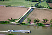 Nederland, Limburg, Gemeente Maasgouw, 27-05-2013; scheepvaart op het Julianakanaal bij Ohe en Laak. <br /> Shipping on Julianacanal (Meuse canal).<br /> luchtfoto (toeslag op standard tarieven);<br /> aerial photo (additional fee required);<br /> copyright foto/photo Siebe Swart.
