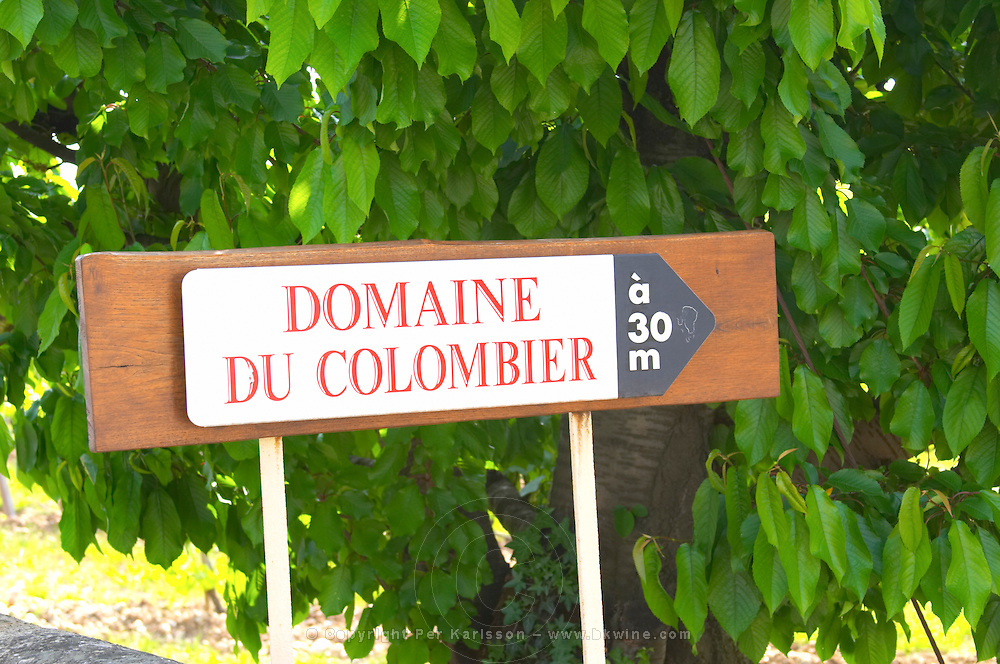 A sign indicting the entrance to the winery 30 metres away.  Domaine du Colombier, Crozes-Hermitage, Mercurol, Drome Drôme, France Europe