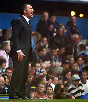 Fotball<br /> Premier League 2004/05<br /> Portsmouth v Newcastle<br /> 19. mars 2005<br /> Foto: Digitalsport<br /> NORWAY ONLY<br /> Newcastle's manager Graeme Souness gets his point accross.