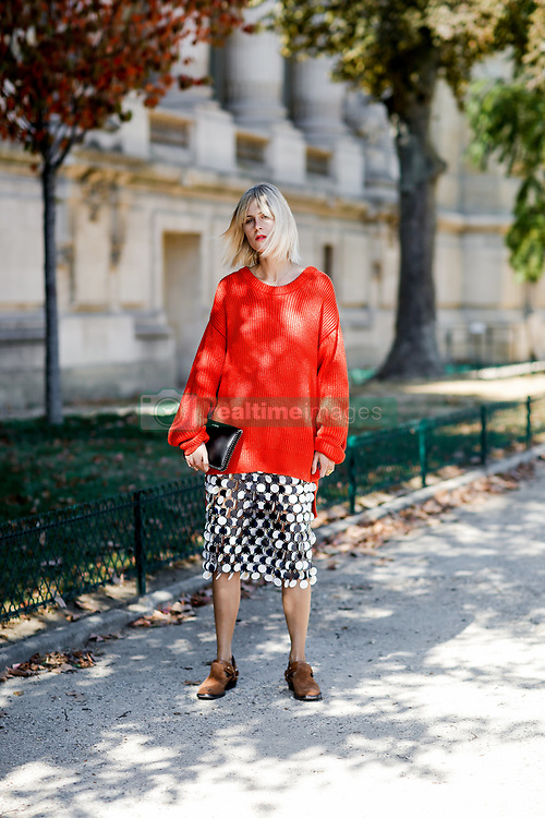 Street style, Linda Tol arriving at Paco Rabanne spring summer 2019 ready-to-wear show, held at Grand Palais, in Paris, France, on September 27th, 2018. Photo by Marie-Paola Bertrand-Hillion/ABACAPRESS.COM