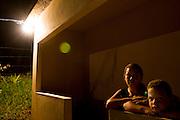 Santos Dumont_MG, Brasil...Retrato de uma familia beneficiada pela eletrificacao rural no projeto Luz para Todos em Santos Dumont, Minas Gerais....A family portrait favored by rural electrification, in the Luz para Todos project in Santos Dumont, Minas Gerais...Foto: LEO DRUMOND / NITRO..