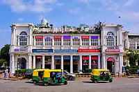Inde, Delhi, New Delhi, rickshaw sur Connaught place dans le centre ville // India, Delhi, New Delhi, rikshaw taxi in Connaught place