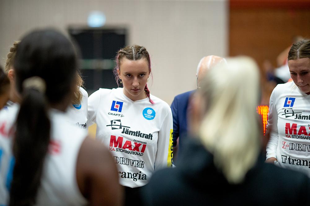 ÖSTERSUND 20210925<br /> Östersunds Erika Vikström under lördagens match i Basketligan mellan Östersund Basket och Uppsala Basket i Östersunds Sporthall<br /> <br /> Foto: Per Danielsson/Projekt.P