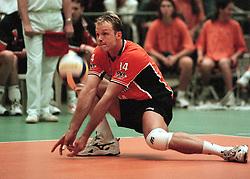 06-06-1998 VOLLEYBAL: WORLD LEAGUE: NEDERLAND - ITALIE: ROTTERDAM<br /> Marko Klok<br /> ©1998-WWW.FOTOHOOGENDOORN.NL