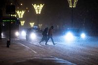 Bialystok, 16.01.2021. Gwaltowny atak zimy, w ciagu paru godzin przybylo kilkanascie centymetrow sniegu N/z przejscie dla pieszych na Alei Pilsudskiego fot Michal Kosc / AGENCJA WSCHOD