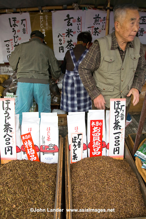 Toji Market Tea, Japanese green tea, or ocha (o-cha) is the most common drink in Japan.  Not only is it loaded with vitamin C and caffiene, but its healthy antioxidant properties are making this drink a hit all around the world.