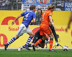 01.05.2010, Veltins Arena, Gelsenkirchen, GER, 1.FBL, Schalke 04 vs Werder Bremen, im Bild:   gef?hrliche Situation f¸r Werder, direkt an der Torlinie mit Benedikt H^vedes (Schalke - GER #4) und Clemens Fritz (Werder Bremen - GER #8), dahinter ist Torwart Tim Wiese (Werder Bremen - GER #1), EXPA Pictures © 2010, PhotoCredit: EXPA/ nph/  Scholz  *** Local Caption *** / SPORTIDA PHOTO AGENCY