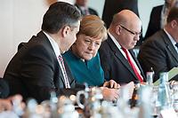 22 MAR 2017, BERLIN/GERMANY:<br /> Sigmar Gabriel (L), SPD, Bundesaussenminister, Angela Merkel (M), CDU, Bundeskanzlerin, und Peter Altmaier (R), CDU, Kanzleramtsminister, lesen in ihren Unterlagen, vor Beginn der Kabinettsitzung, Bundeskanzleramt<br /> IMAGE: 20170322-01-014<br /> KEYWORDS: Kabinett, Sitzung, liest, Akte, AKten