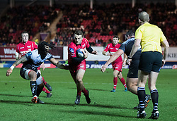 Scarlets' Paul Asquith makes for the line<br /> <br /> Photographer Simon King/Replay Images<br /> <br /> European Rugby Champions Cup Round 6 - Scarlets v Toulon - Saturday 20th January 2018 - Parc Y Scarlets - Llanelli<br /> <br /> World Copyright © Replay Images . All rights reserved. info@replayimages.co.uk - http://replayimages.co.uk