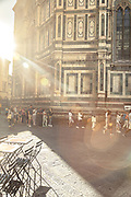 ITALY, FLORENCE: FLORENCE: early morning queue in Piazza del Duomo, Cattedrale di Santa Maria del Fiore