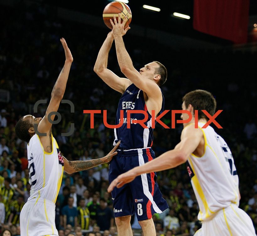 Efes Pilsen's Igor RAKOCEVIC (C) during their Turkish Basketball league Play Off Final fourth leg match Fenerbahce Ulker between Efes Pilsen at the Abdi Ipekci Arena in Istanbul Turkey on Thursday 27 May 2010. Photo by Aykut AKICI/TURKPIX