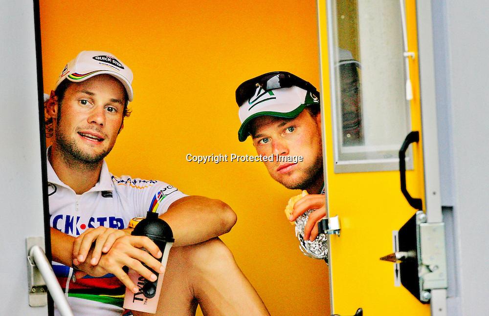 20060607. Vitre. Thor Hushovd sammen med Tom Boonen, mens de venter på å avlegge dopingprøve..Foto: Daniel Sannum Lauten/ Dagbladet