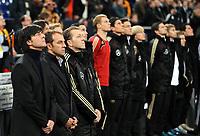 Fotball<br /> Tyskland v Elfenbenskysten<br /> Foto: Witters/Digitalsport<br /> NORWAY ONLY<br /> <br /> 18.11.2009<br /> <br /> v.l. Trainer Joachim Loew, Co-Trainer Hansi Flick, Torwart-Trainer Andreas Koepke bei Gedenkminute fuer Robert Enke Deutschland<br /> Fussball Testspiel Deutschland - Elfenbeinkueste 2:2