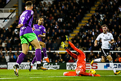Bobby Reid of Bristol City beats David Button of Fulham to score a goal and make it 0-1 - Rogan/JMP - 31/10/2017 - Craven Cottage - London, England - Fulham FC v Bristol City - Sky Bet Championship.
