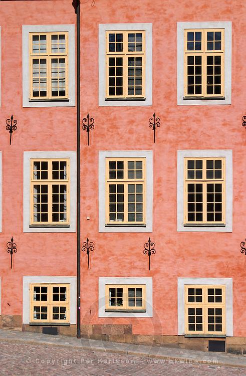 The red pink Stenbockska Palatset on Riddarholmen, seat of the Regeringsrätten court, dating from the 17th century. Stockholm. Sweden, Europe.