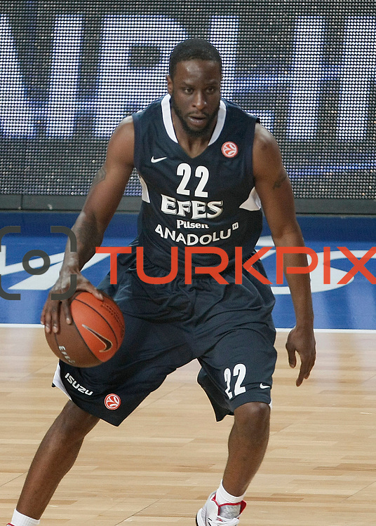 Efes Pilsen's Flip MURRAY during their Turkish Airlines Euroleague Basketball Top 16 Group G Game 1 match Efes Pilsen between Montepaschi Siena at Sinan Erdem Arena in Istanbul, Turkey, Wednesday, January 19, 2011. Photo by TURKPIX